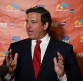 El gobernador Ron DeSantis de la Florida visita Miami 2019 abierta en el estadio en los jardines de Miami, la Florida del heavy imagen de archivo libre de regalías