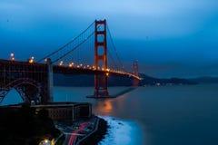 El Golden Gate en la oscuridad fotografía de archivo libre de regalías