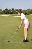 El golfing del adolescente Imagen de archivo libre de regalías