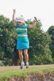 El golfista que salta en la celebración Imagenes de archivo