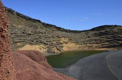 EL Golfo, πράσινη λιμνοθάλασσα - δημοφιλές τουριστικό αξιοθέατο σε Lanzarote Στοκ φωτογραφία με δικαίωμα ελεύθερης χρήσης