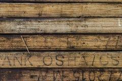 EL GOLFO DE TAILANDIA, OCTUBRE 25,2017: Toge de madera de la pila del tablón del andamio Imagen de archivo