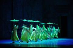 El golpe de la lluvia en del plátano de la hoja- el acto en segundo lugar de los eventos del drama-Shawan de la danza del pasado Imágenes de archivo libres de regalías