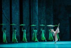 El golpe de la lluvia en del plátano de la hoja- el acto en segundo lugar de los eventos del drama-Shawan de la danza del pasado Imagenes de archivo