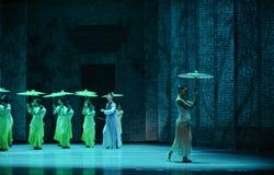 El golpe de la lluvia en del plátano de la hoja- el acto en segundo lugar de los eventos del drama-Shawan de la danza del pasado Imagen de archivo libre de regalías