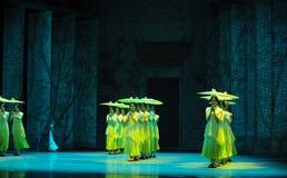 El golpe de la lluvia en del plátano de la hoja- el acto en segundo lugar de los eventos del drama-Shawan de la danza del pasado Fotografía de archivo