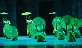 El golpe de la lluvia en del plátano de la hoja- el acto en segundo lugar de los eventos del drama-Shawan de la danza del pasado Foto de archivo libre de regalías