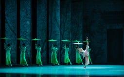 El golpe de la lluvia en del plátano de la hoja- el acto en segundo lugar de los eventos del drama-Shawan de la danza del pasado Imagen de archivo