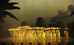 El golpe de la lluvia en del plátano de la hoja- el acto en segundo lugar de los eventos del drama-Shawan de la danza del pasado Fotos de archivo
