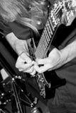 El golpear ligeramente de la guitarra Fotos de archivo