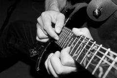 El golpear ligeramente de la guitarra Fotografía de archivo libre de regalías