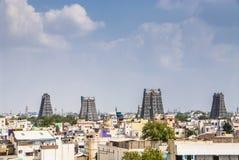El Gopurams del templo de Meekanesh en Madurai Fotos de archivo