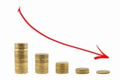 El gráfico de la caída de las monedas Flecha roja abajo Imágenes de archivo libres de regalías