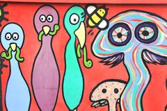 El graffitti colorido en la pared del túnel Foto de archivo libre de regalías