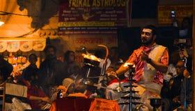 El gran aarti famoso de Ganga, adoración de Ganga, Benaras la India Fotografía de archivo libre de regalías