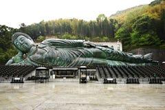 El gran Buda de descanso en el templo de Nanzoin, Fukuoka Imagenes de archivo