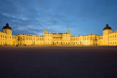 El gran palacio de Gatchina en la noche de mayo Gatchina, Rusia Fotos de archivo libres de regalías