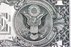 El gran sello encendido mueve hacia atrás de una cuenta de dólar Foto de archivo