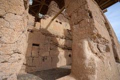 El grande adobe de la casa arruina los detalles del primer de la estructura Imagen de archivo