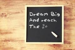El grande del sueño de la frase escrito en la pizarra imagen de archivo libre de regalías