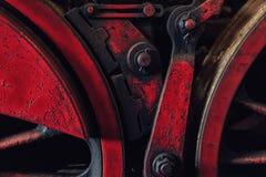 El grande, ruedas del hierro de una locomotora de vapor vieja Foto de archivo libre de regalías