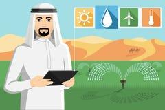 El granjero árabe controla el sistema de irrigación imagen de archivo libre de regalías