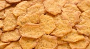 El grano entero curruscante orgánico, multigrain coció las galletas como fondo Mezcla entera del grano: Avena, harina del arroz m Fotos de archivo