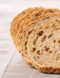 El grano entero sano cortó el pan con las semillas de girasol en n marrón Imágenes de archivo libres de regalías