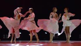 El grupo abierto de la danza del ` s de los niños de la danza Festival-2016 realiza eslavo Imagen de archivo