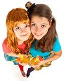 El grupo de adolescencias o los estudiantes se divierte en partido Fotos de archivo libres de regalías