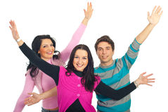 El grupo de amigos con los brazos se abre Imágenes de archivo libres de regalías