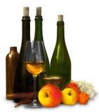 El grupo de botellas con las frutas y reflexiona Imagen de archivo
