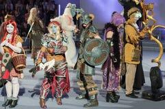 El grupo de cosplayers presenta durante competencia cosplay en Animefest Fotos de archivo