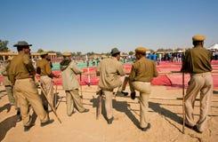 El grupo de hombres de la policía guarda orden en los eventos indios Fotografía de archivo libre de regalías