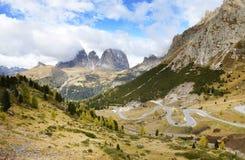 El grupo de Langkofel en italiano: Gruppo del Sassolungo la montaña del macizo en las dolomías occidentales Foto de archivo libre de regalías
