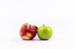 El grupo de manzana da fruto en un fondo blanco Imágenes de archivo libres de regalías