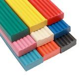 El grupo de objetos para los niños coloreó el plasticine aislado encendido Imágenes de archivo libres de regalías