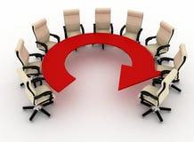 El grupo de sillas de la oficina se coloca en una tabla como flecha Fotografía de archivo libre de regalías