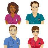 El grupo de trabajadores jovenes del hospital adentro friega libre illustration