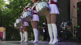 El grupo femenino de baterías se realiza en Amber Forum 2017 almacen de video