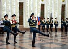 El guardia de honor de las tropas del ministerio interior de Rusia Las formaciones militares especiales se diseñan para asegurar  Imágenes de archivo libres de regalías