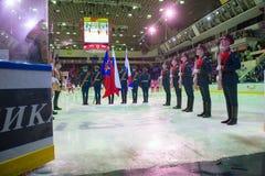 El guardia del honor antes del juego de hockey Imagen de archivo libre de regalías