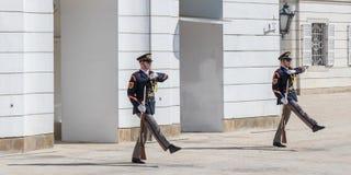 El guardia del honor es una unidad de las fuerzas armadas de Eslovaquia imágenes de archivo libres de regalías