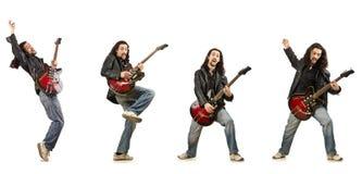 El guitarrista divertido aislado en blanco foto de archivo libre de regalías