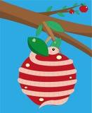 El gusano tuerce la manzana. Fotos de archivo libres de regalías