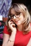 El hablar adolescente en el teléfono Fotografía de archivo libre de regalías