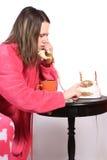 El hablar adolescente en el teléfono pasado de moda Foto de archivo libre de regalías