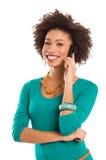 Retrato de la mujer que habla en el teléfono móvil Imagen de archivo