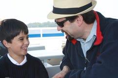 El hablar con el papá Fotos de archivo libres de regalías