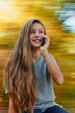 El hablar con el teléfono Imagenes de archivo
